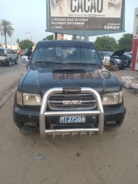 Suzuki Trooper 4x4 Suzuki trooper diesel manuel climatisé 7 places version 4×4 avec carbotage.